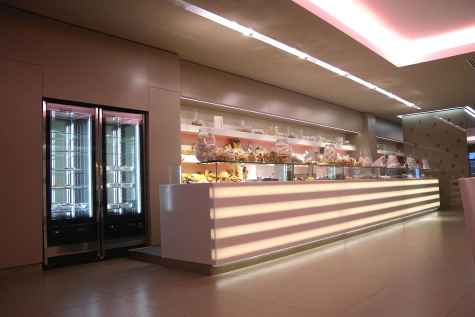 Arredamento pasticceria bar panetteria le plus bon for Isa arredamenti