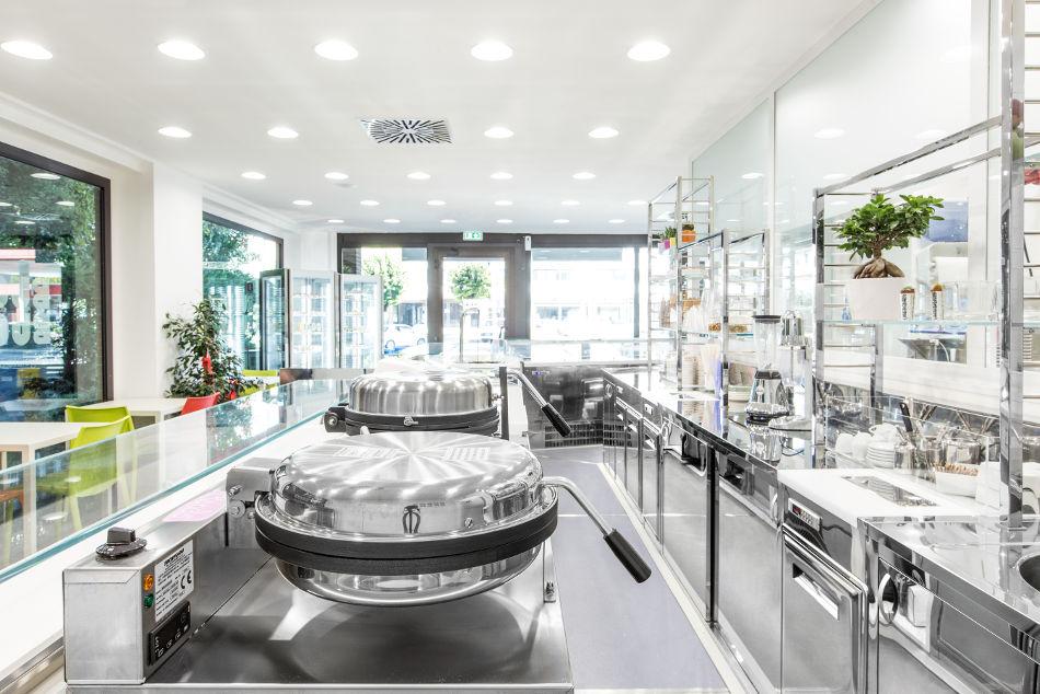 Arredamento gelateria buono buono bastia umbra perugia for Isa arredamenti