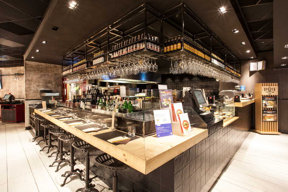Arredamento burgheria the burger federation aeroporto for Isa arredamenti