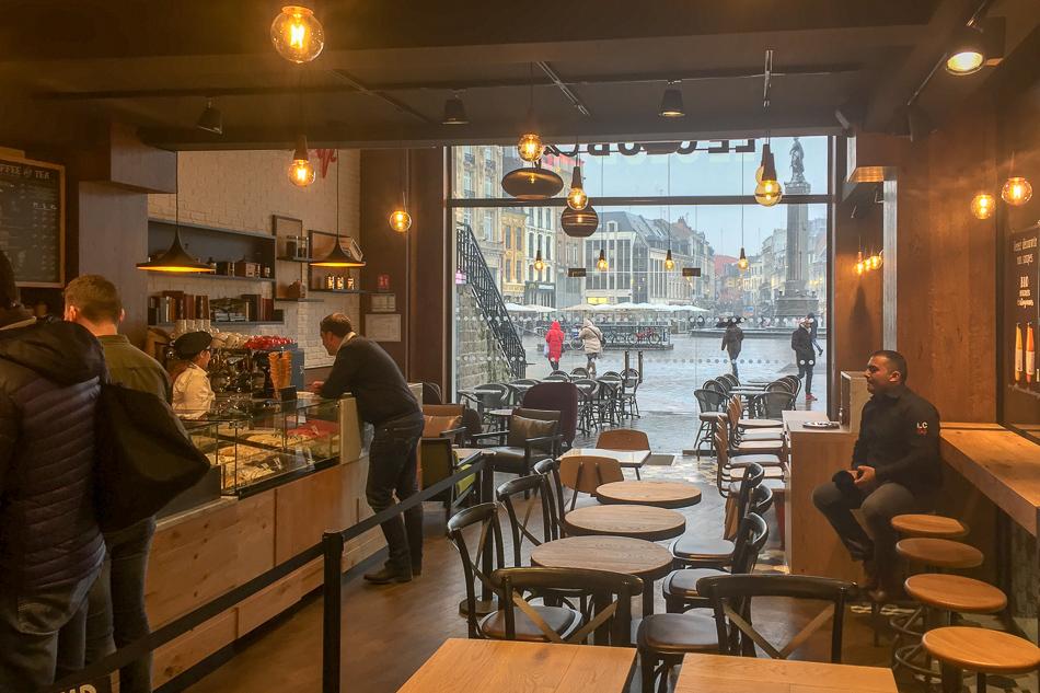 Arredamento bar pasticceria le club sandwich caf lille for Isa arredamenti